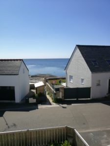 La Chambre d'hôte - En Bretagne Chez Colette - Vue sur la mer depuis la fenêtre